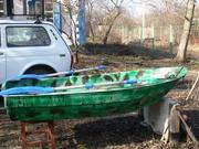 Гребная стеклопластиковая лодка