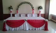 Декор свадебного зала шарами,  цветами,  текстилем.